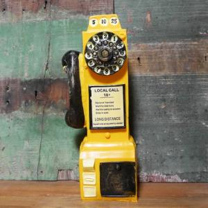 1950年代頃に活躍したアメリカの公衆電話をモチーフにした貯金箱です。手作り感のある商品ですが、レト...