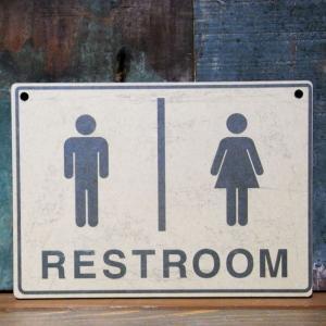 インフォメーション ミニサインボード トイレ RESTROOM 木製看板 案内板|goodsfarm