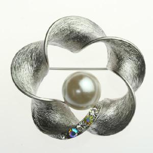 クリスタル パール メビウスの帯 ブローチ ホワイト スワロフスキークリスタル ec6-2w プレゼント|gorgeous-ya