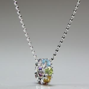 Sサイズ K10ホワイトゴールド 厄除けには7色の長い物 厳選した天然石を使った幸運を呼ぶ七色セブンカラー 不動の人気を誇るエタニティリングペンダント gradior 03