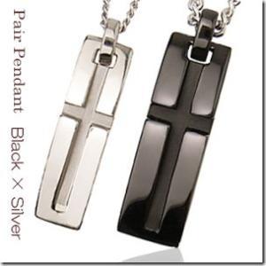 聖なる象徴 十字架モチーフスリットクロスバーペアペンダントブラックカラーとシルバーカラー2本セット |gradior