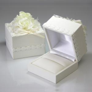 レースとお花で飾られたエレガントなブライダルリングケース|指輪1本用|ブライダルジュエリーケース|エンゲージリングケース|婚約指輪入れ|宝石箱||gradior
