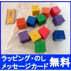 ベビーキューブは6色に色分けされた積み木が12個セットになっており、振ると小さな穴から色ごとに異なる...