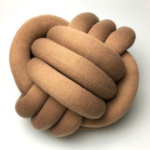 結び目クッション/ノットピロー 30cm ブラウン|guild-yarn