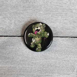 面白缶バッジ ゾンベアー グリーンブラック 缶バッチ(小)直径31mm|haciendaiyashi