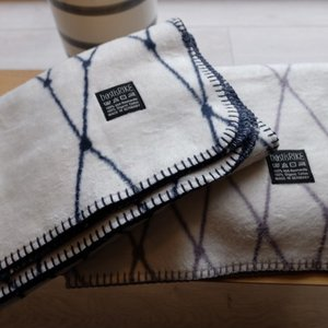 bastisRIKE | THE GRID - COTTON BABY BLANKET (navy blue) | ベビーブランケット【75x100cm】|hafen