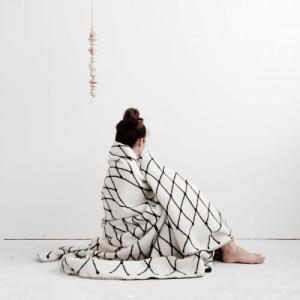 bastisRIKE | THE GRID - COTTON BLANKET (black&white) | 白黒ブランケット|hafen