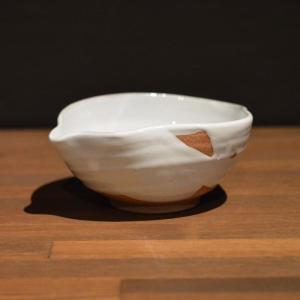 サイズ: 径12.7cm  幅15cm  高さ7cm   White glaze tokkuri s...