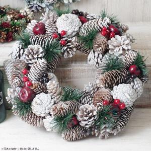 クリスマスリース 松ぼっくりと真っ赤な林檎のホワイトクリスマスリース 直径約34cm|hana-kazaru