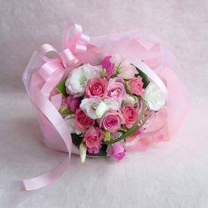 ピンクのブライダルブーケ風 短めの花束 フラワーギフト 結婚式 二次会|hana-mizuki