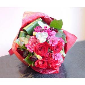 レッド系 デザイン花束 短めのブーケタイプ お花屋さんにおまかせ花材 フラワーギフト |hana-mizuki