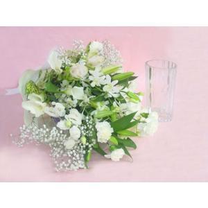 洋風花材のお供え花束 花瓶付き ホワイト ロングタイプの花束|hana-mizuki