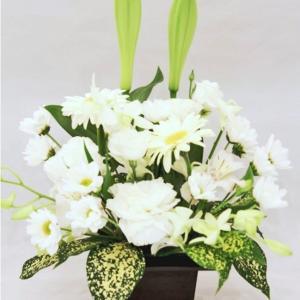 お供え花アレンジメント ホワイト系 枕花 四十九日 お盆 初盆 お彼岸 法事 法要|hana-sandlot