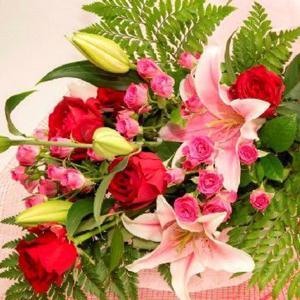 お祝い用花束(赤バラ・ユリ)。送料・手数料無料。メッセージカード付。 hana-sandlot