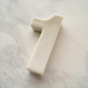 バースデイ ナンバー カトラリーレスト 1 ホワイト 陶磁器 キャッシュレス 還元 hana2