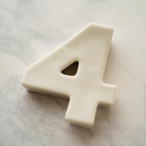 バースデイ ナンバー カトラリーレスト 4 ホワイト 陶磁器 キャッシュレス 還元 hana2