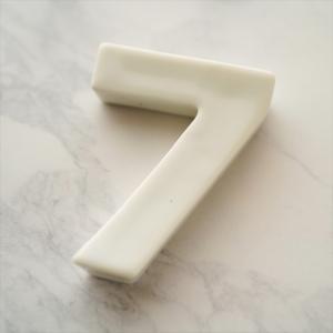 バースデイ ナンバー カトラリーレスト 7 ホワイト 陶磁器 キャッシュレス 還元 hana2