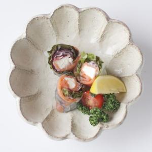 カネコ小兵 リンカ 花型中鉢 16.5cm 白練/茶練 キャッシュレス 還元|hana2
