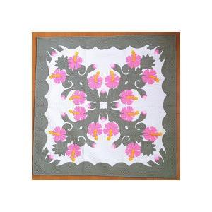 ハワイアンキルト タペストリー マルチカバー 正方形 キルト 152×152コットン100% ハイビスカス×グリーン 壁掛け カバー ラグ ハワイアン|hanahawaii
