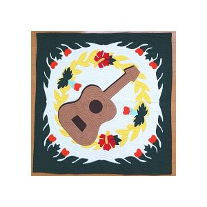 ハワイアンキルト タペストリー マルチカバー 正方形 キルト 105×105 ウクレレ&グリーン 壁掛け カバー ラグ ハワイアンファブリック 布 綿|hanahawaii