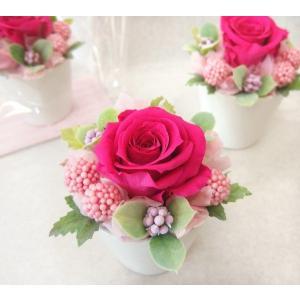 ローズピンクのミニプリザーブドアレンジメント プチギフト プレゼント バラ 1輪 誕生日 送別 クリアケース入り ホワイトデー フラワーバレンタイン hanaland87
