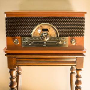 ION Audio レトロ調 ミュージックプレーヤー 7種再生レコード、カセット、CD、ラジオ、USB、Bluetooth、外部入力 Sup hanamaru-ya