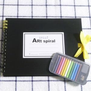 クリアーミニスタッフ ミニ色鉛筆と       Art spiral スケッチブックのセット hanamomimo-zakkaten