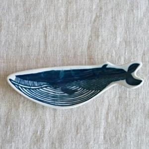 倉敷意匠 印判手 豆皿 KATA KATA クジラ 94722-09|hanamomimo-zakkaten