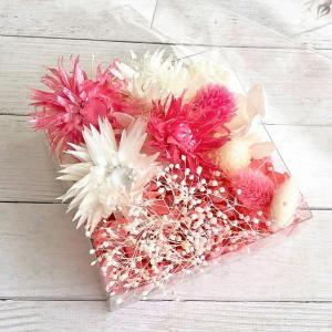 シルバーデイジー 4輪 ショッキングピンク系 2色の紫陽花、2色のかすみ草、2色のプリザ千日紅、2色...