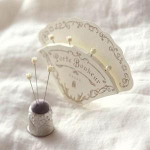 クロバー 「ポルトボヌールすずらんガラス待針」(4本入)79-596 母の日 贈り物 プレゼント 敬老の日|handcraft