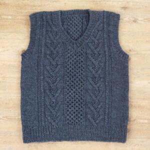 編み図付キット(H145-180-42) ケーブル模様のV衿メンズベスト ハマナカ hama