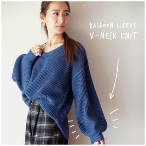 シンプルで可愛いVネックセーター、 ふんわりとして手触りもGOOD! 普段使いとしてはもちろん、冬の...