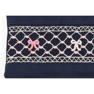 手刺繍スモッキング リボン柄ピンクB 紺色布製レッスンバッグ|happy-clover