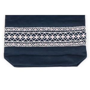 手刺繍スモッキング ローズ柄 紺色布製巾着バッグ|happy-clover