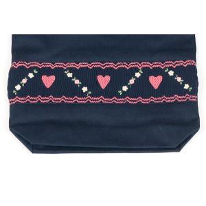 手刺繍スモッキング ハート柄 紺色布製巾着バッグ|happy-clover