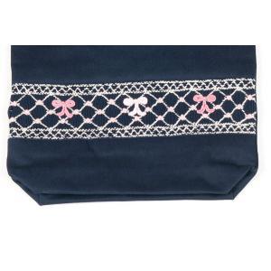 手刺繍スモッキング リボン柄ピンクB 紺色布製巾着バッグ|happy-clover