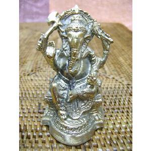 インドの神様で特に有名で人気のある ガネーシャの置物、ブラスバージョンです。 重量もありずっしりとし...