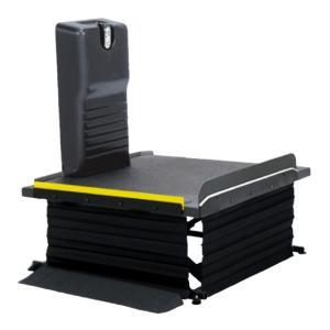 モルテンの車椅子昇降機リーチレギュラータイプです。 さまざまな玄関での段差を解消する据え置き型コンパ...