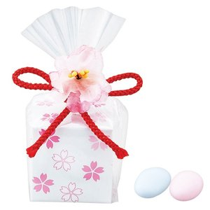 ドラジェチョコレートを、桜満開のキュートな小箱に入れて。こんな可愛いプチギフトなら、みんなが喜びそう...