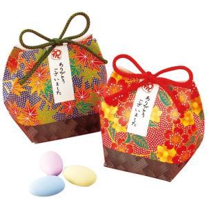 チョコレートのドラジェも、和風の巾着パッケージに入れると趣もまた格別。和柄の繊細なディテールが上質感...