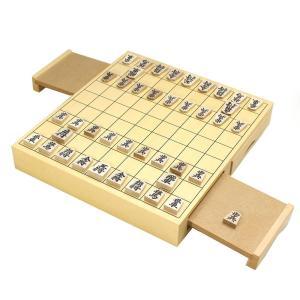 将棋盤は美しい木目の天然木で、大阪職人の手で丁寧に製作しました。将棋駒は楓材で、読みやすい楷書体の文...