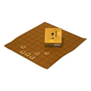 収納に便利なので、大会用として重宝する将棋駒付セットです。お手持ちの盤の天板に塩ビ盤を置いて使用され...