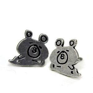モチーフ:クマ熊 チタンポストのゆるキャラデザインピアスセット。 ■サイズ等(約cm)画像に記載 /...