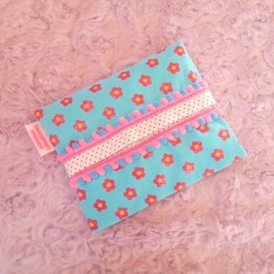 DM便送料無料 ハンドメイド 「haussement innocent」ラメ花柄のボンボン付きのポケットティッシュケース hi-inari