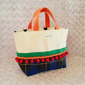 ウールチェックとボンボンの帆布トートバッグ・ミニ「haussement innocent」 受注製作 |hi-inari