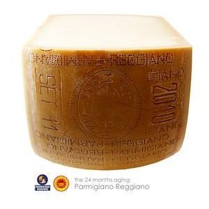 パルミジャーノ レジャーノ 24ヶ月熟成 チーズ イタリア 2分の1カット 約18kg【350円/100g当り再計算】|hi-syokuzaishitsu