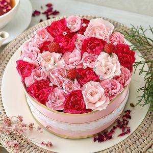 お花のパティシエが作ったフラワーケーキ。ホールサイズの型にかわいらしいピンクの花々をちりばめ、その上...