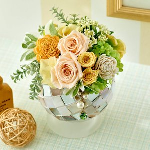 日比谷花壇 プリザーブドフラワー 8月のバースストーン プリザーブドアレンジメント 「ペリドット」|hibiyakadan