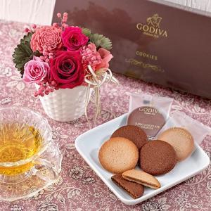 ゴディバ「クッキーアソートメント」とプリザーブドアレンジメントのセット ピンク系 日比谷花壇