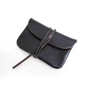 This is... ディスイズ... Horween Chromexel Leather Pouch M ホーウィン社クロムエクセルレザーポーチ_BLACK|hidingplace